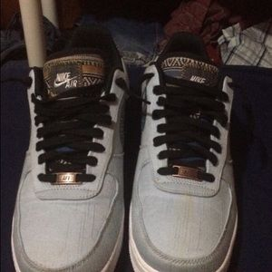 I am selling Nike airforces there good condition